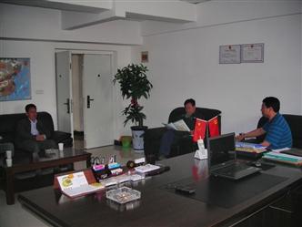 必威官方网页集团领导与河师大领导研究联合办学